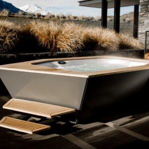 Ikon Hot Tub